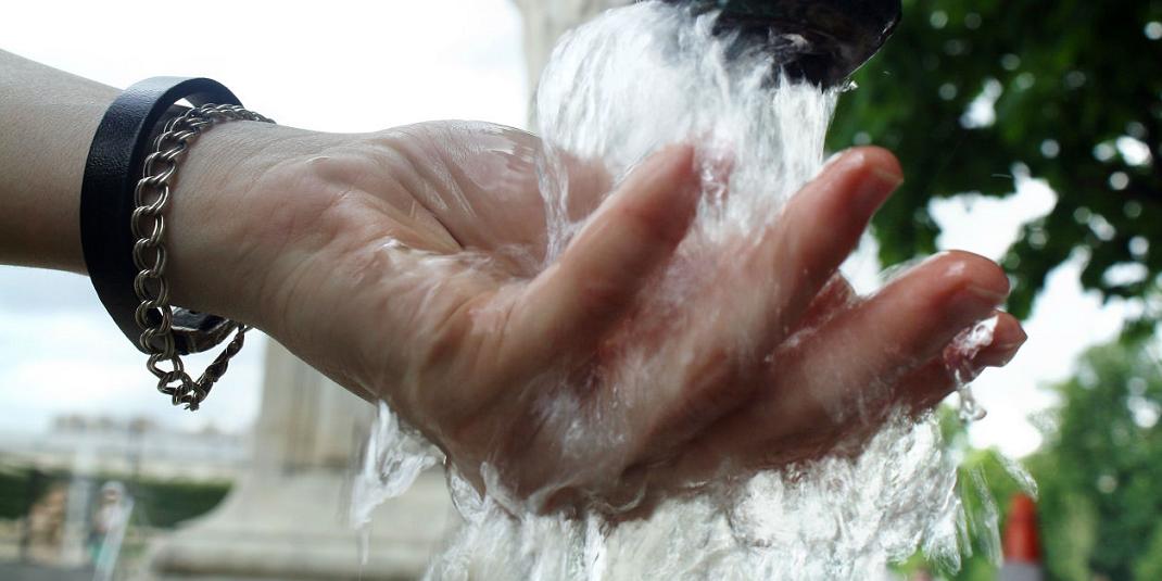 Où se situent les 6 fontaines d'eau pétillante gratuites de Paris ?
